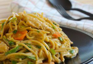 nouilles sautées au poulet, sauce coco colombo suzy wan