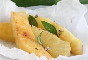 papillote d'ananas aux herbes